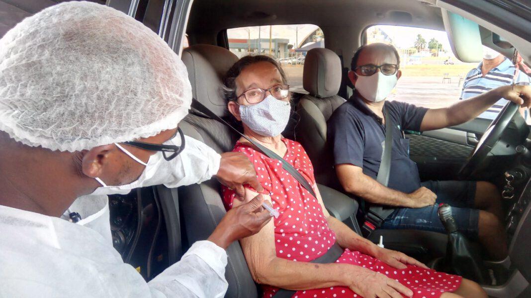Vacinação, uma dose de esperança à população costarriquense. Fotos: Silvestre de Castro e Assecom/PMCR. Reportagem: Angela Bezerra/Assecom/PMCR.