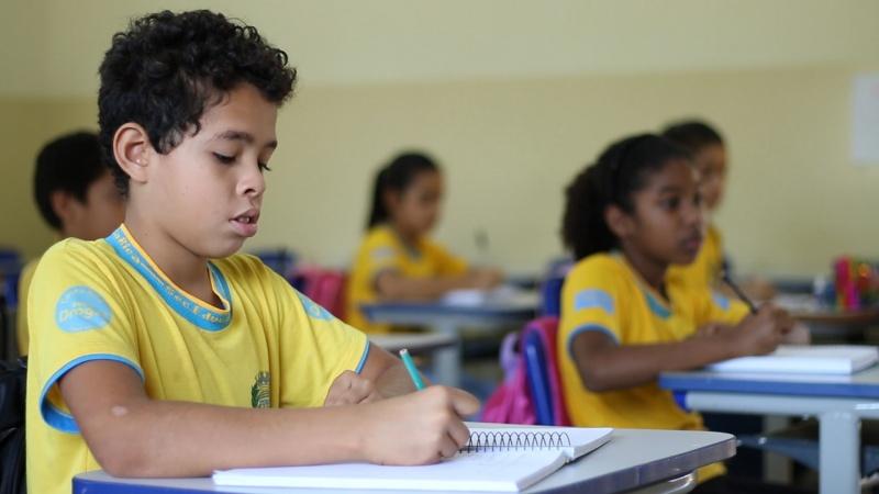 Alunos da rede estão estudando de forma remota. Angela Bezerra – ASSECOM/PMCR. Foto: Banco de Imagens – ASSECOM/PMCR
